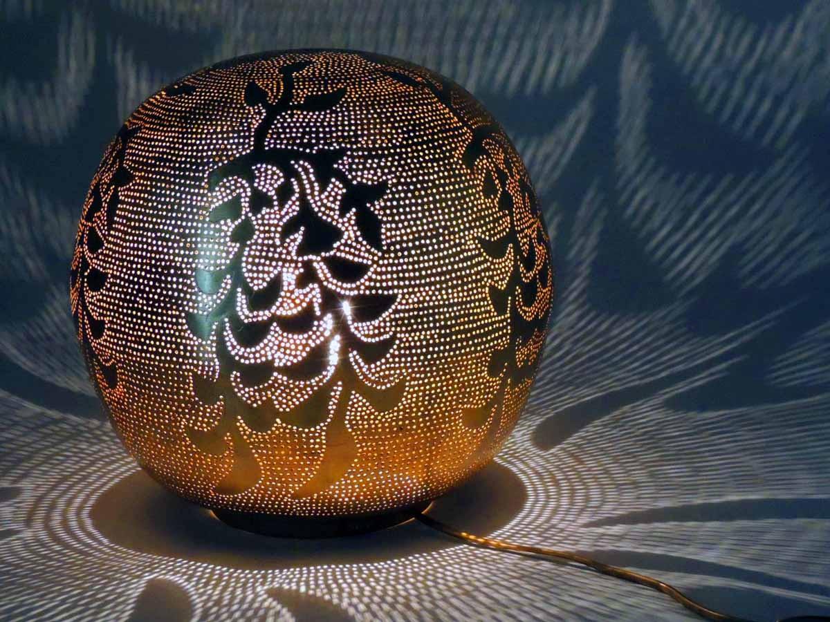 Tischlampe / Bodenlampe - Ball Blossom M - Messing - Zenza
